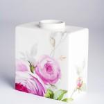 Фарфоровая ваза Cadre с английскими розами. Великая фарфоровая мануфактура KPM Berlin