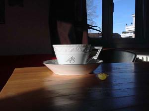 Чашка для бюро KURLAND, монограмма платиной, тонкий изящный шрифт