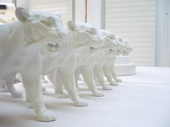 Шесть новых фарфоровых тигров готовы к росписи