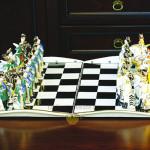 Фарфоровые шахматы «Президентский Кремлёвский полк» с возможностью дарственной надписи. Мануфактура Гарднеръ в Вербилках